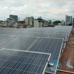 pin mặt trời lắp trên mái nhà